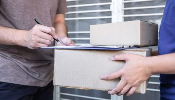 diatech-blog-Young-Delivery-Man-Deliver-Box-348699793